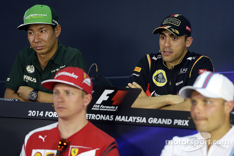 (L to R): Kamui Kobayashi, Caterham and Pastor Maldonado, Lotus F1 Team in the FIA Press Conference