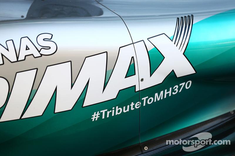 La Mercedes AMG F1 W05 porta un omaggio al volo MH370