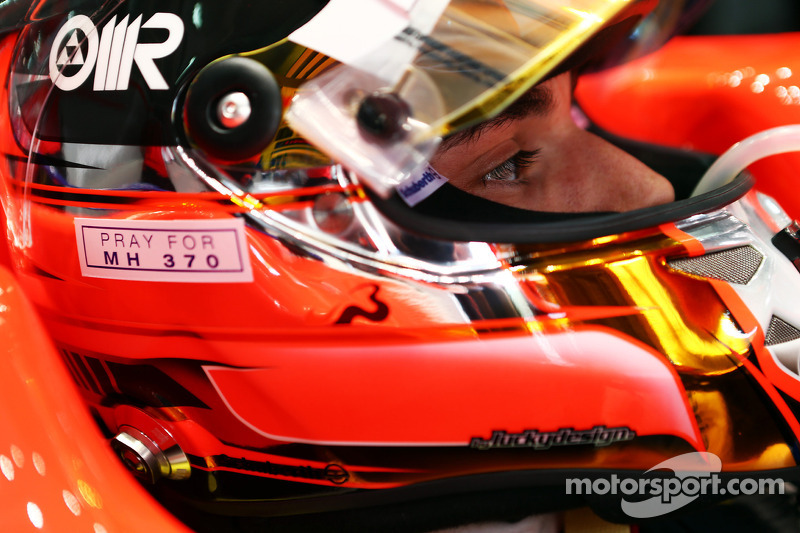 Jules Bianchi, Marussia F1 Takımı MR03 ve kaskında MH370 uçuşu anısı