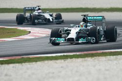 Lewis Hamilton, Mercedes AMG F1 W05 y Jenson Button, McLaren MP4-29
