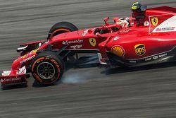 Kimi Raikkonen, Ferrari F14-T se bloquea en la frenada