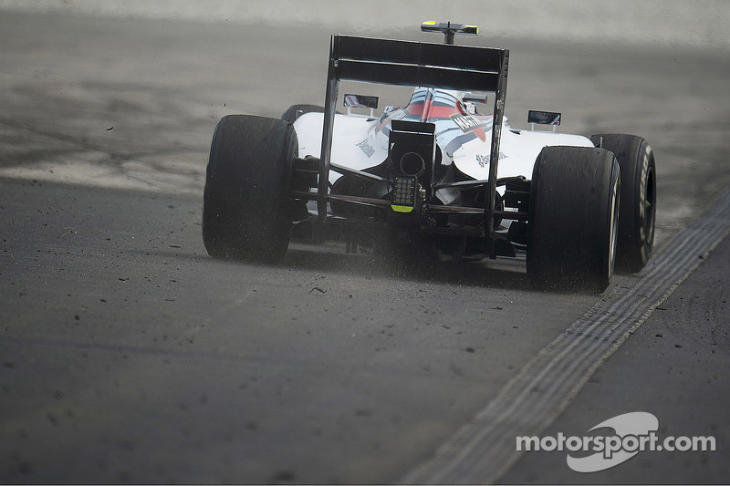Valtteri Bottas, Williams FW36 esce largo