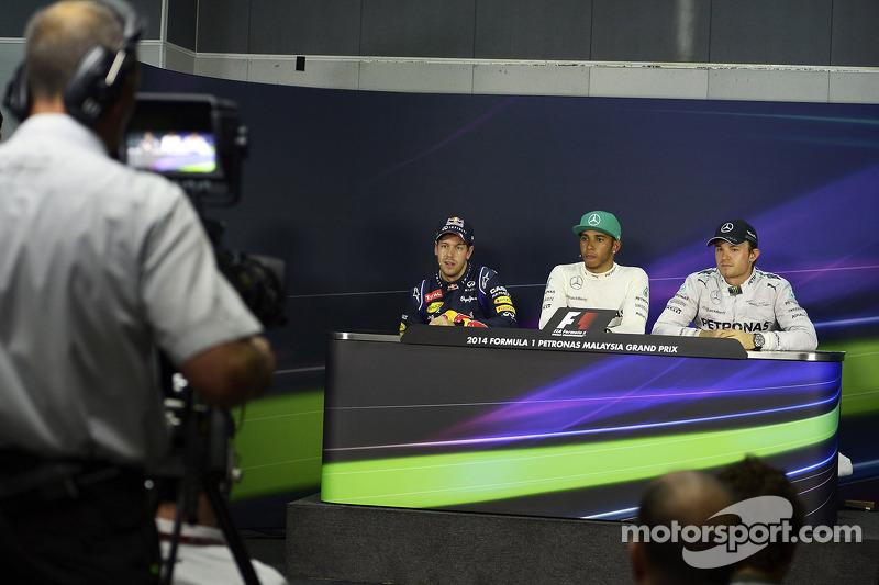 Conferenza stampa della FIA post qualifiche: Sebastian Vettel, Red Bull Racing, secondo; Lewis Hamilton, Mercedes AMG F1, pole position; Nico Rosberg, Mercedes AMG F1, terzo