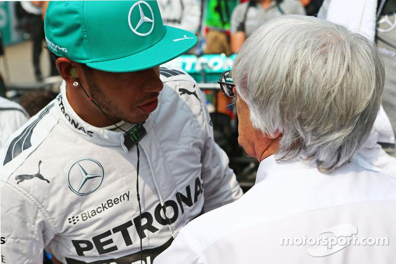 Lewis Hamilton et Bernie Ecclestone sur la grille