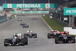 Esteban Gutierrez, Sauber C33; Daniil Kvyat, Scuderia Toro Rosso STR9