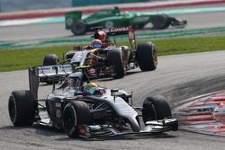 Esteban Gutierrez, Sauber leads Romain Grosjean, Lotus F1 E22