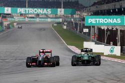 Romain Grosjean, pilota francese del Lotus F1 team e Kamui Kobayashi, pilota giapponese del team Cat