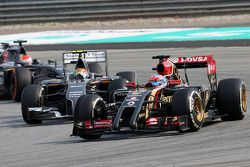 Romain Grosjean (FRA), Lotus F1 Team; Esteban Gutierrez (MEX), Sauber F1 Team 30