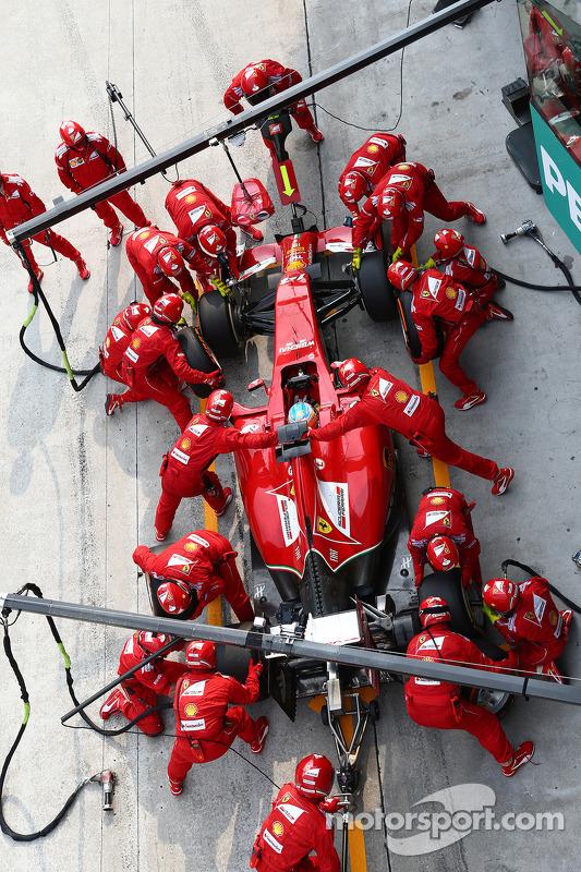 Fernando Alonso, Ferrari F14-T pit stop