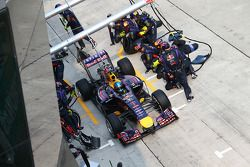 Boxenstopp: Sebastian Vettel, Red Bull Racing RB10