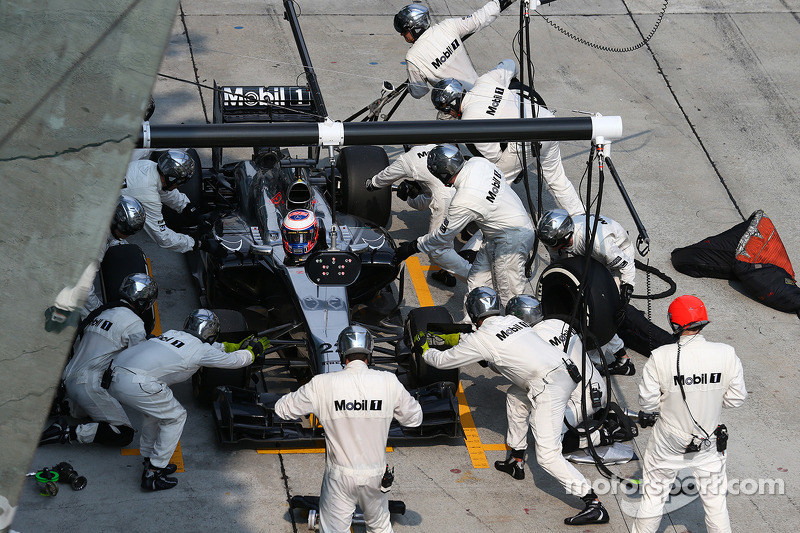 Jenson Button, pit stop McLaren MP4-29