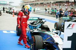 Fernando Alonso, Ferrari looks at the Mercedes AMG F1 W05 of Lewis Hamilton, Mercedes AMG F1 in parc