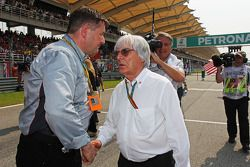 (L to R): Paul Hembery, Pirelli Motorsport Director with Bernie Ecclestone, on the grid