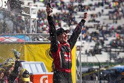 Vainqueur: Kurt Busch, Stewart-Haas Racing Chevrolet
