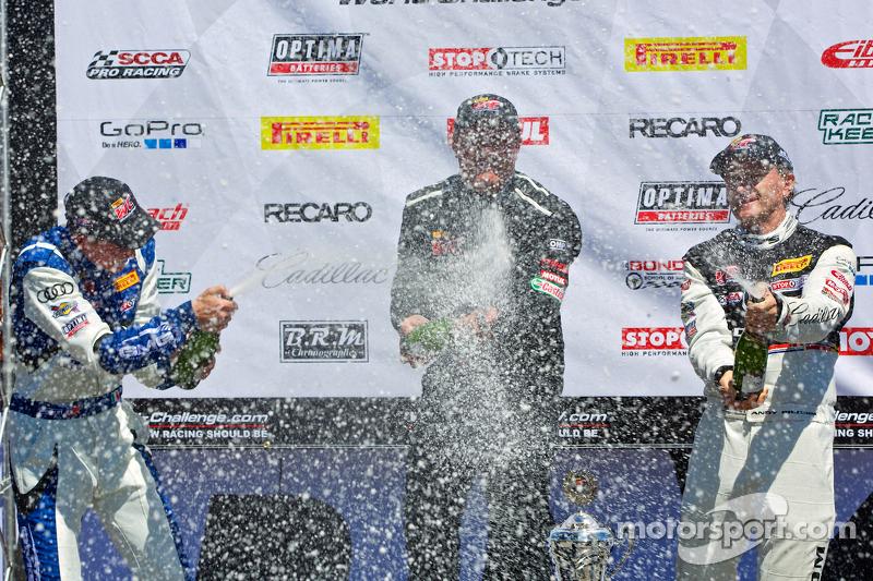 GT Podyum: Yarış galibi Tomas Enge, ikinci sıra Andrew Palmer, üçüncü sıra Andy Pilgrim
