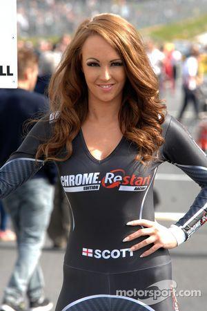 Chrome Edition Restart Racing grid kızı