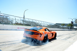 Dodge Viper quittant les stands
