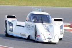 Wolfgang Reip teste la Nissan ZEOD RC