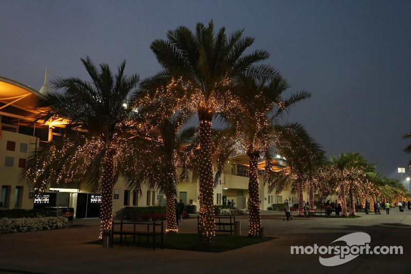 После этого Формула 1 приехала в Бахрейн. Этот этап стал 900-м в истории чемпионатов мира.