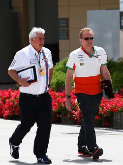 (Esquerda para direita): Pat Symonds, chefe técnico da Williams, com Andrew Green, diretor técnico da Sahara Force India F1 Team