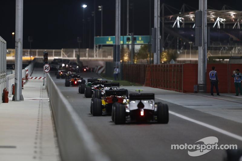 Le vetture lasciano la pitlane del GP2