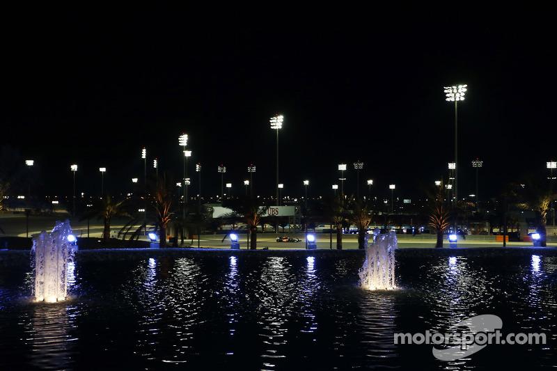 Segundo gran premio 100% nocturno: después de que Singapur celebrara en 2008 la primera carrera nocturna de la F1, Bahrein decidió hacer lo mismo a partir de 2014. La otra prueba nocturna en el calendario de la F1 es Abu Dhabi, aunque esa empieza de día.