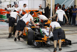 Sergio Perez, Sahara Force India F1 VJM07 in the pits