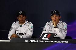 Lewis Hamilton, Mercedes AMG F1 y Nico Rosberg, Mercedes AMG F1 en la conferencia de prensa