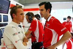 玛鲁西亚F1车队车手马克斯·齐尔顿和玛鲁西亚车手教练马克·海因斯