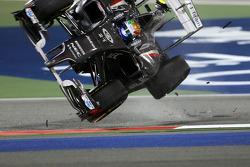 Esteban Gutiérrez, Sauber F1 Team choca con Pastor Maldonado, Lotus F1 Team