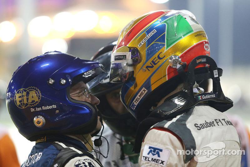 Esteban Gutierrez, Sauber F1 Team crashes with Pastor Maldonado, Lotus F1 Team 06