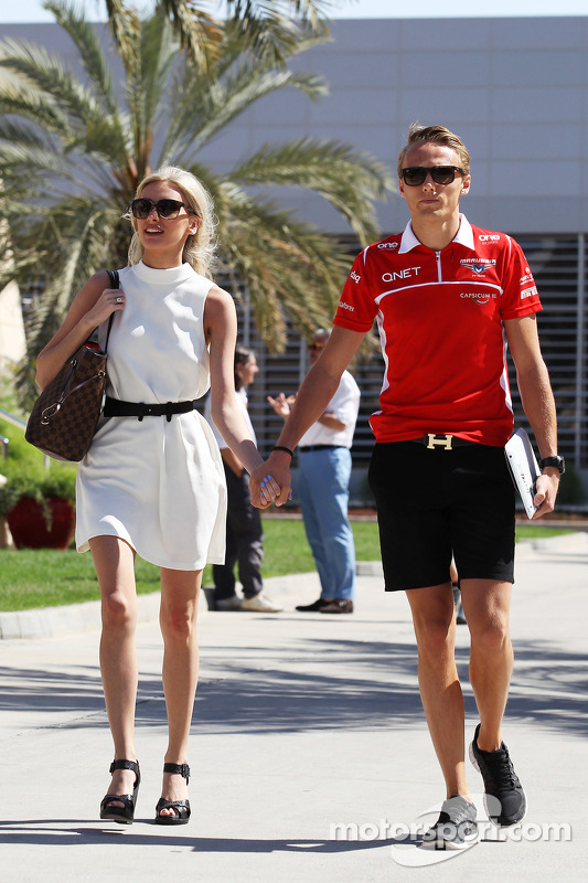 Max Chilton, Marussia F1 Team, com sua namorada Chloe Roberts (GBR)