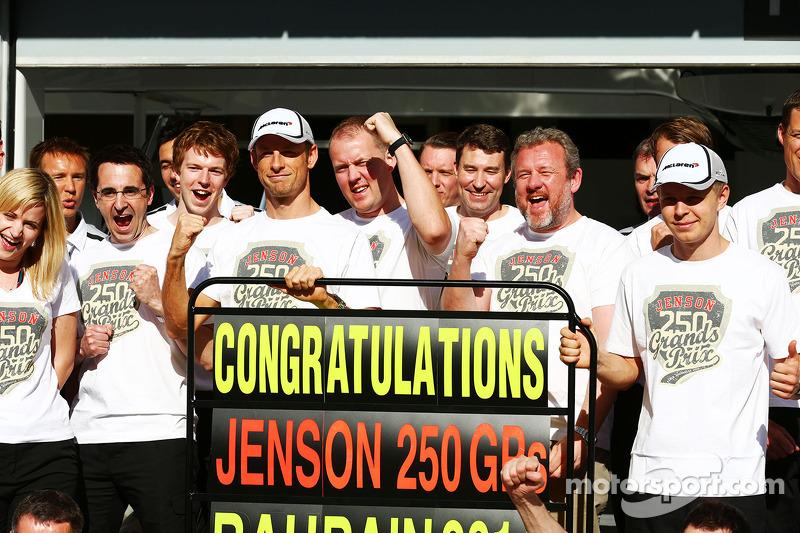 В воскресенье Дженсона Баттона поздравили с юбилеем – Гран При Бахрейна стал для гонщика McLaren 250-м в карьере.