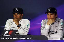 Lewis Hamilton, Mercedes AMG F1 con Nico Rosberg, de Mercedes AMG F1 en la Conferencia de prensa FIA