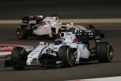Valtteri Bottas, Williams FW36 lidera a su compañero Felipe Massa, Williams FW36