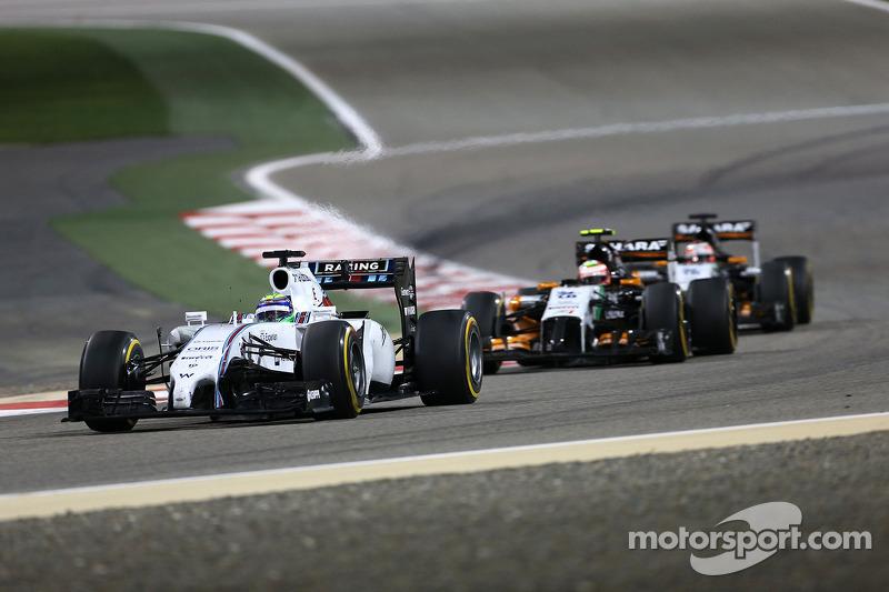 Успешнее многих гонку начал Фелипе Масса. Занимая на решетке только седьмое место, бразилец из Williams по ходу первого круга отыграл четыре позиции и стал третьим. Правда, ни о какой борьбе с Mercedes речи не было – два лидера сразу же создали приличный отрыв.