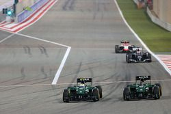 Marcus Ericsson, Caterham F1 Team e Kamui Kobayashi, Caterham F1 Team 06