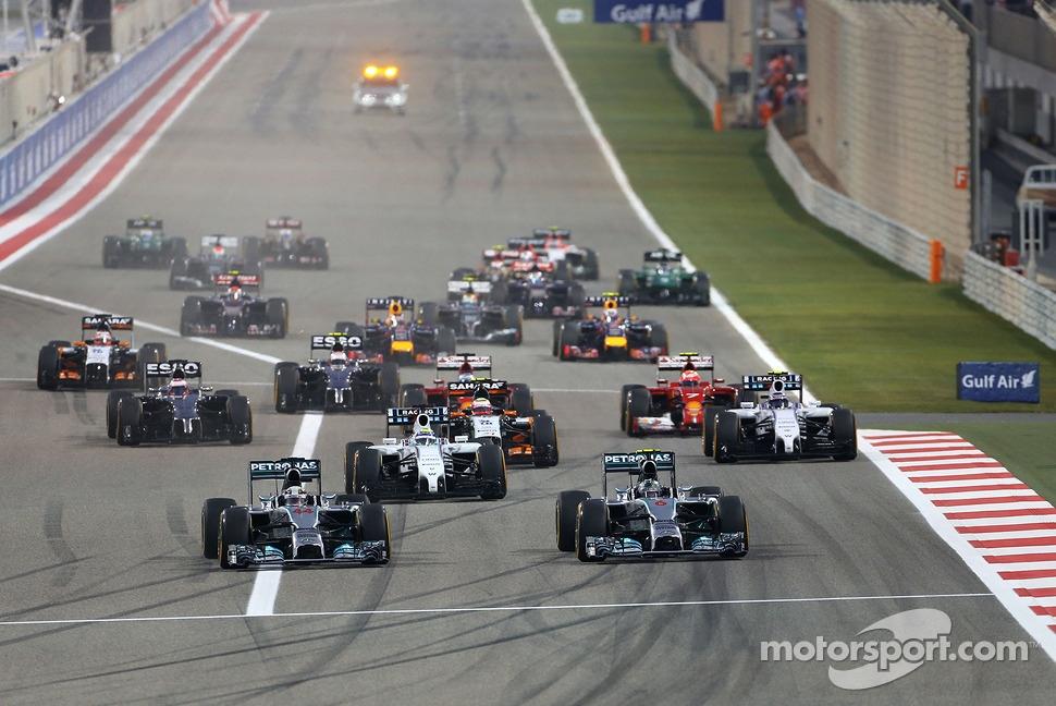 Start of the race, Nico Rosberg, Mercedes AMG F1 Team and Lewis Hamilton, Mercedes AMG F1 Team  06