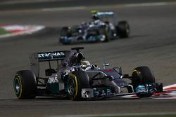 Lewis Hamilton, Mercedes AMG F1 W05 lidera a Nico Rosberg, Mercedes AMG F1 W05