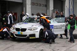 宝马车队驾驶宝马M235i的亚历山大·霍夫曼,杰特罗·柏伟顿,亚历山大·麦斯
