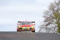 奥迪race experience车队驾驶奥迪R8 GT3 LMS的菲利克斯·鲍姆加特纳,马可·沃纳,弗兰克·比拉,皮埃尔·卡佛尔