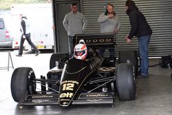 Мартин Брандл за рулем Lotus 98T Айртона Сенны