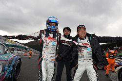 GT300 winnaars Nobuteru Taniguchi, Tatsuya Kataoka