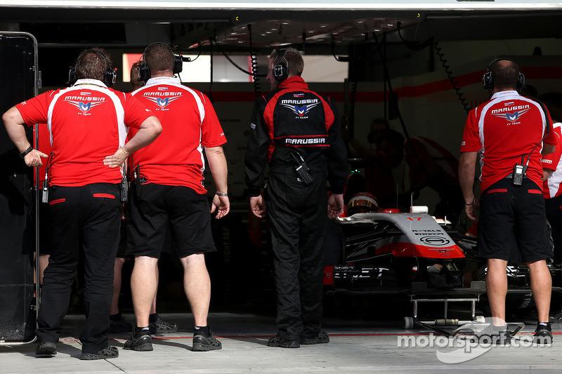 Mecánicos e ingenieros 09 del equipo Marussia F1
