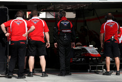 Marussia F1 Team mechanics and engineers 09