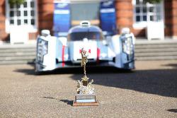 El Trofeo Tourist delante del Audi R18 e-tron quattro