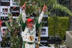 Mike Conway, Ed Carpenter Racing Chevrolet celebrates