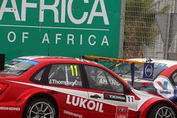 James Thompson, Lada Granta 1.6T, LADA Sport Lukoil et Tom Coronel, Cevrolet RML Cruze TC1, Roal Motorsport