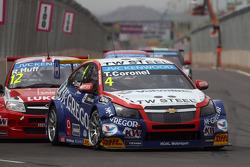 Tom Coronel, Cevrolet RML Cruze TC1, Roal Motorsport and Robert Huff, LADA Granta 1.6T, LADA Sport L