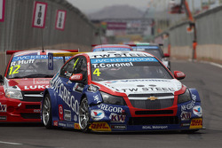 Tom Coronel, Cevrolet RML Cruze TC1, Roal Motorsport et Robert Huff, LADA Granta 1.6T, LADA Sport Lukoil